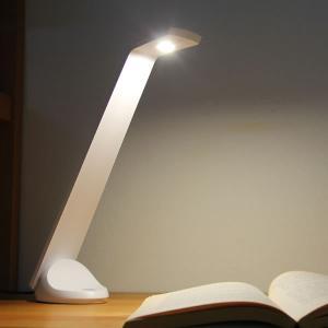[国産]コンパクトでスマートなデザインのLEDデスクライト。チラツキがなく明るく手元を照らしてくれま...