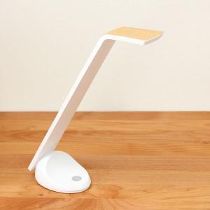 [国産]コンパクトでスマートなデザインのLEDデスクライト。チラツキがなく明るいく手元を照らしてくれ...