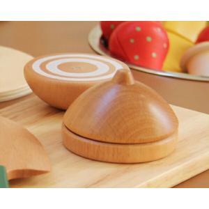 お子さまの手になじむ大きさと、本物のような切り口のデザインが人気の木製おままごとアイテム。マグネット...