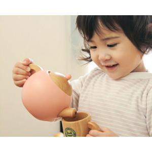 お子さまの手になじむ大きさと、本物のような切り口のデザインが人気の木製おままごとアイテム。遊びを通し...