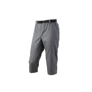 街乗りに、普段着に使える細身のシルエットの七分丈パンツ。動きやすいストレッチ素材で股下中央にも縫い目...