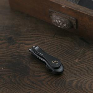 関孫六の伝統から生まれたツメキリ。刃先が360度自由に動くダイヤル式なので、楽な姿勢でツメを切ること...