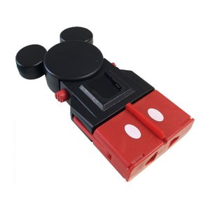 NTI-6はミッキーマウスをイメージした全世界の電源コンセントに対応する海外旅行用マルチ変換プラグで...