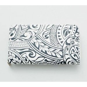 ハワイらしいグラフィックがプリントされた長財布  ポケットもたくさん付いているので、整理もしやすいア...