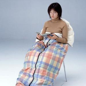 寝袋 シュラフ 封筒型 150×200 羽毛 ダウンシュラフ クッションケース付き コンパクト 軽量 洗える 日本製 送料無料|kaiminclub