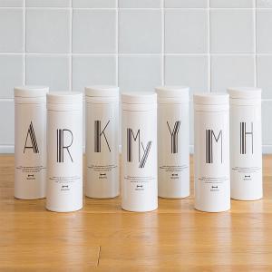 ホーローのような真っ白なボトルは保温・保冷対応のTHERMOSの魔法瓶タイプ。 デザインは真っ白なボ...