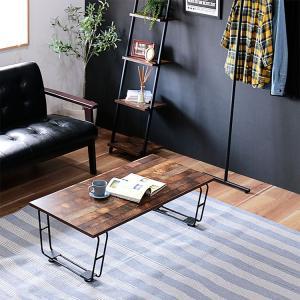 ヴィンテージテイストのローテーブルです。 木目が独特な天板と、鉄筋製の脚の組み合わせが味のある雰囲気...