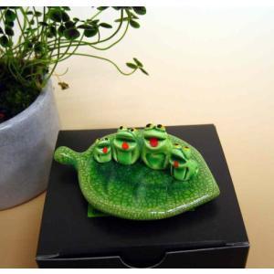 万兵作 木の葉に乗ったカエルさん 4匹 陶器製|kaiun-manpei