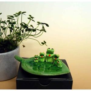 万兵作 木の葉に乗ったカエルさん 5匹 陶器製|kaiun-manpei