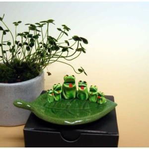 万兵作 木の葉に乗ったカエルさん 6匹 陶器製|kaiun-manpei