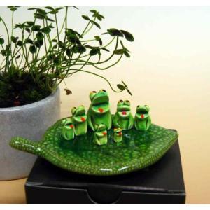 万兵作 木の葉に乗ったカエルさん 7匹 陶器製|kaiun-manpei