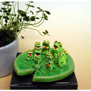 置物 木の葉に乗ったカエルさん 12匹 陶器製 万兵|kaiun-manpei