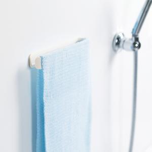 マーナ マグネットタオルバー ホワイト タオルハンガー マグネット おしゃれ 浴室 壁面 マグネット式 きれいに暮らす 収納|kajitano