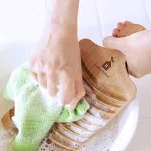 ★商品の特徴★  水に強く、硬くて手触りの良い国産の桜の木を使用した洗濯板です。 握りやすい丸い持ち...