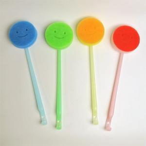 マーナ 首ふりバスタブ洗い 全4色 柄つきバスブラシ MARNA お風呂掃除 バススポンジ 大掃除|kajitano