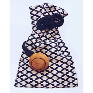 クリーム色の松皮菱の巾着です。厚手の綿生地(11号帆布)を使用し、味わいのある木製の根付つきで、帯や...