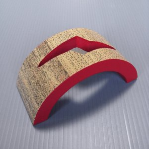 半月型扇立て(赤) 扇子の飾り台 舞扇をインテリアとして飾るための台 紙箱入り [nmd-7557-2]|kameya
