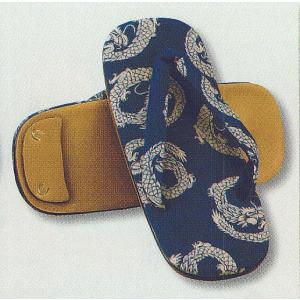 紺地に昇り竜柄の綿布を張った布表草履です。カジュアル〜セミフォーマルな男和装の足元におすすめです! ...