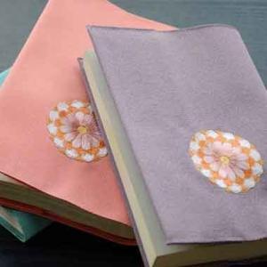 ブックカバー:刺繍 【ご縁菊】|kamishichikenadachi