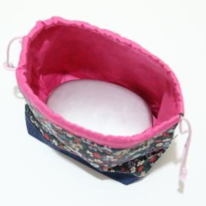 小さなお弁当サイズの巾着 (日本製ウーリーコットン・ちょっとレトロな花) kamitonuno 02