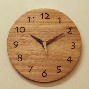 天然木一枚板の時計 クルミ 丸型26cm|kamizen