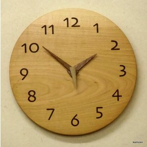 天然木一枚板の時計 山桜 丸型26cm|kamizen