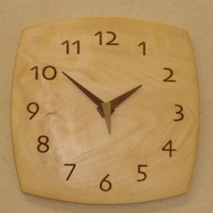 天然木一枚板の掛け時計 栃の木 角型26cm|kamizen