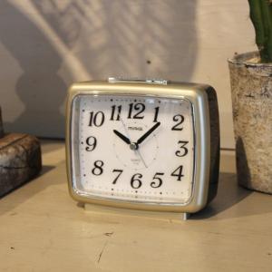 目覚まし時計 置き時計 アナログ 夜間点灯ライト 卓上アラームクロック 連続秒針|kanaemina