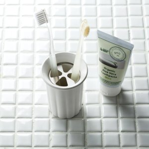 歯ブラシスタンド 珪藻土 karari カラリ 歯ブラシホルダー 歯ブラシ立て 4本用 丸型|kanaemina