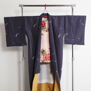 ■商品説明 ◇着物と一緒に帯もかけられる、帯掛け付きのハンガー。 ・組み立ては簡単でコンパクト収納。...