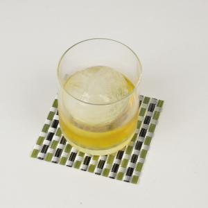 製氷皿 製氷器 丸い氷を作る容器 アイスボール 大きい Lサイズ 直径約6cm シリコン製 アイスモールド丸氷|kanaemina