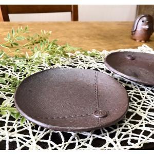 ボタンソーサー/津軽金山焼 金山焼 皿 陶器 日本製 手作り ギフト 記念品 プレゼント 贈り物 おしゃれ 器 焼締 食器 取り皿  kanayamayaki
