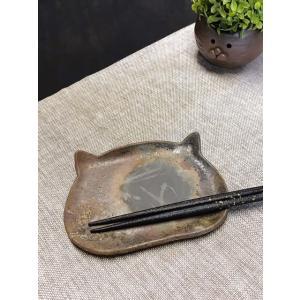 ねこにゃんプレート(小)/津軽金山焼 金山焼 皿 陶器 日本製 手作り ギフト 猫 プレゼント 贈り物 おしゃれ 器 焼締 猫 ネコ 食器 可愛い|kanayamayaki