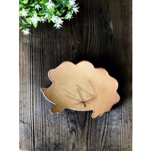ハリネズミのお皿/津軽金山焼 金山焼 陶器 お皿 皿 取り皿 ケーキ皿 はりねずみ ハリネズミ かわいい 小皿 プレート 動物 アニマル 日本製|kanayamayaki