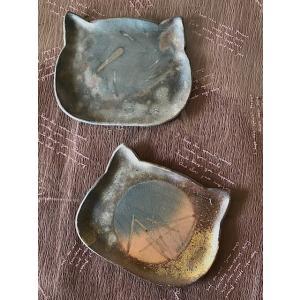 ねこにゃんプレート(中)/津軽金山焼 金山焼 皿 陶器 日本製 手作り ギフト 猫 プレゼント 贈り物 おしゃれ 器 焼締 ねこ ネコ かわいい |kanayamayaki