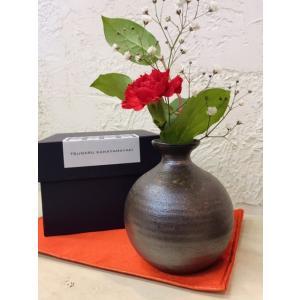 一輪挿しギフト 通常価格3,520円/津軽金山焼 金山焼 陶器 日本製 手作り ギフト 記念品 プレゼント 贈り物 おしゃれ 器 焼締 花器 花入れ 丸い|kanayamayaki