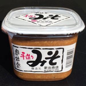 新出商店 天然醸造で自家製米麹使用 国産だから安心安全 奥能登味噌 900gカップ入り|kanazawa-honpo
