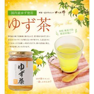 国内産の柚子をアルゼンチン産蜂蜜に漬けこんだ、香りゆたかな柚子茶です。