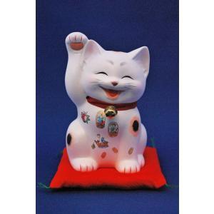 招福の招き猫です。微笑ましく手招きするだけでなく、身体に縁起物の絵柄(宝船、大黒、恵比寿、等)をまと...