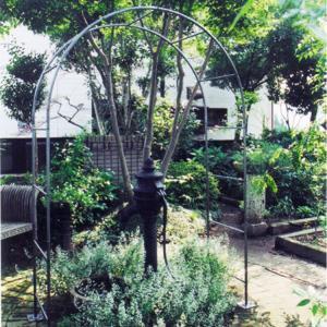 庭やアプローチの演出におしゃれなデザインのガーデンアーチ タイプH|kantoh-house