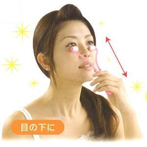 年齢の出やすい目もとをしっかりケア♪◇目もとすっきりローラー|kasimaw