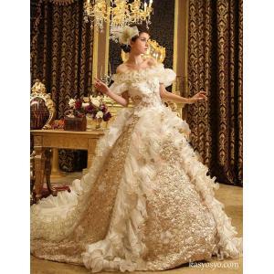 高貴なイメージの装飾をふんだんに盛り込んだプリンセスライン ウェディングドレス wd208B