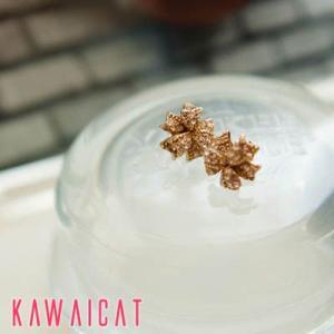 【ea9825】花柄にラインストーンで女性らしさを演出するミニフラワーピアス|kawaicat
