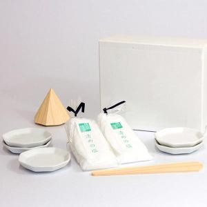 化粧箱入りお清め盛り塩セット(粗塩60グラム×2袋+素焼き白皿5枚+国産桧盛塩固め器+笏型へラ)