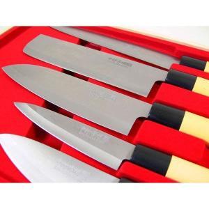 [刺身包丁] [菜切包丁] [万能包丁] [ぺティナイフ] [小出刃包丁] の5点セットです。 普段...