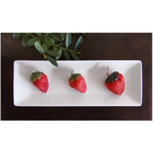 いちごキャンドル3個と白い磁器トレーのセット(インテリア ろうそく) kayseri-ya-jp