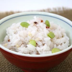 ★だだちゃ豆と彩り玄米★ 「だだちゃ」とは、山形県庄内地方の方言で親父を指します。 庄内藩の殿様が枝...