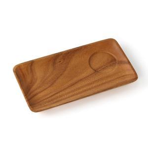 木のぬくもりと表情豊かな木目が美しいアカシアのモーニングプレートです。 軽くて、割れにくいので子供か...