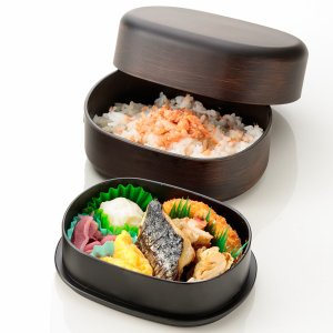 石川県は加賀、山中塗の職人技術がいきるわっぱ風2段弁当箱です。  丈夫、コンパクト、愛らしい形状が魅...