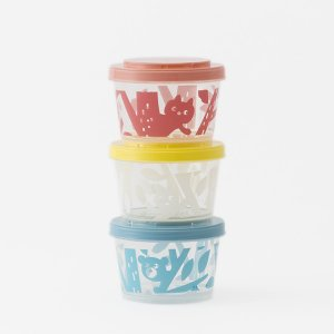 可愛いイラスト入りの保存容器。 3つの容器がジョイントできるので、重ねて持ち運びに便利。 軽いので、...